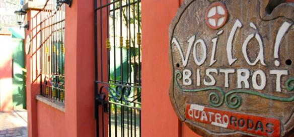 Foto ilustrativa do portão da pousada do restaurante